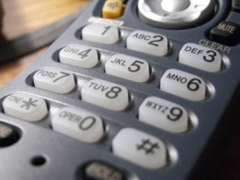 how to get uk dial tone when abroad